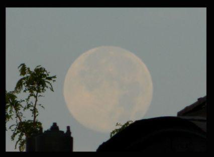 Super Moon 072213 moon set