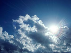 sun_streaming_through_clouds-18241