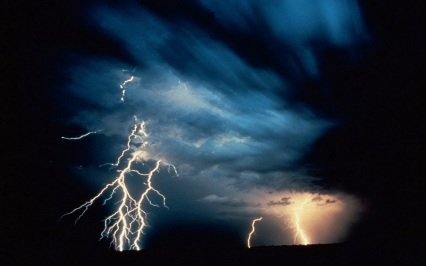 use lightning-and-thunder-night-wallpaper